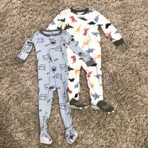 Bundle of 2 Carter's footed pajamas